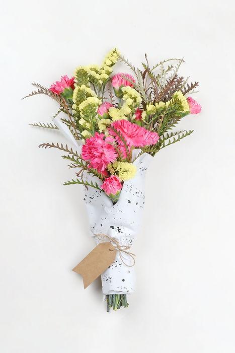 Gelbe und rosa Blumen-Blumenstrauß