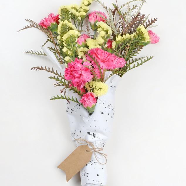 Amarillo y rosa ramo de flores