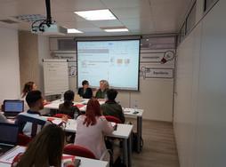María José Aguirre y Reyes Bermejo impartiendo el curso Traducir y mucho más (Madrid, noviembre 2018)