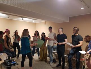 Ensayo de coros en Raro Tempo (mayo 2019)