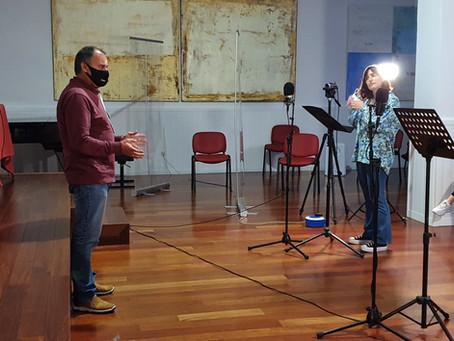 Eduardo Gutiérrez dando indicaciones a los alumnos