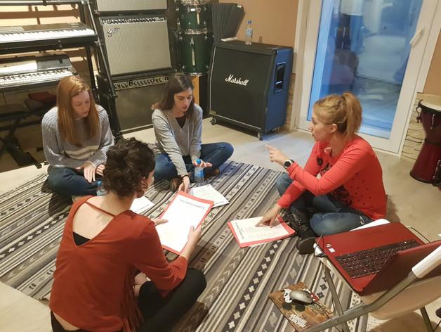Preparación de voces durante el curso avanzado de canto para doblaje (Madrid, marzo 2019)