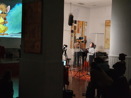 Cani González dobla en directo un fragmento de La cenicienta
