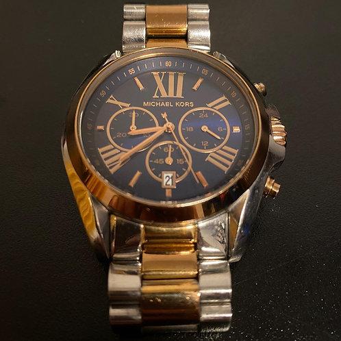 Relógio prata e dourado