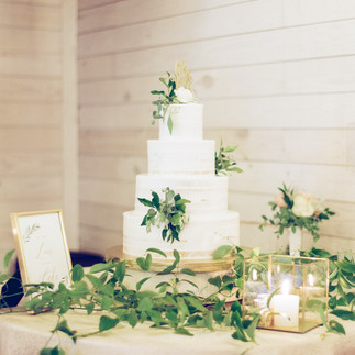 AJ Dunlap Photography Historic Wakefield Barn Southern Oak Events Cinda Cakes