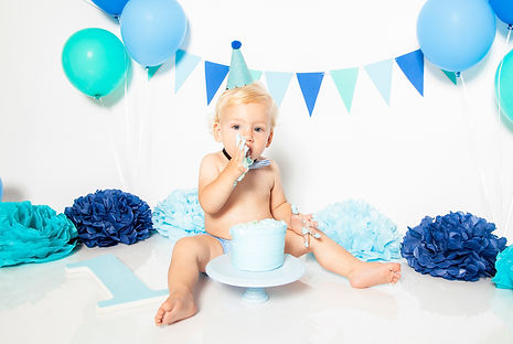 Cake Smash phototography in Los Angeles