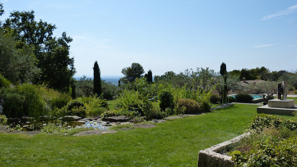 SuperB  Landscape for Nature Lovers, with Natural Pond, horses living in Vineyards, Mont Ventoux view from Rooms.