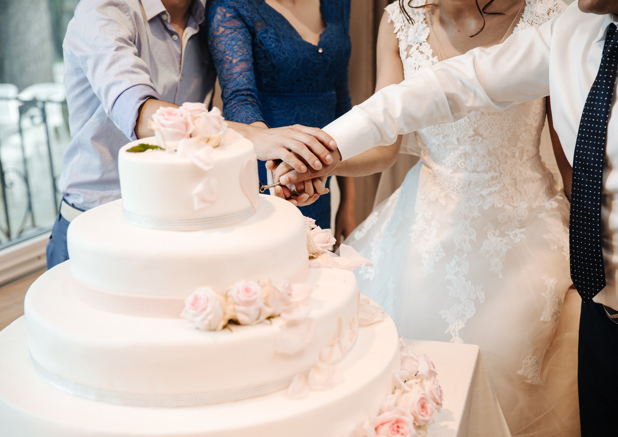 Celebrity Cake Cutting