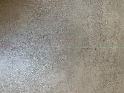trait laser rouge sur beton sec.jpg