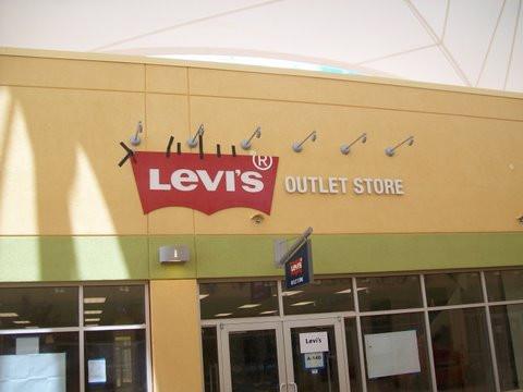 Levis Outlet.jpg