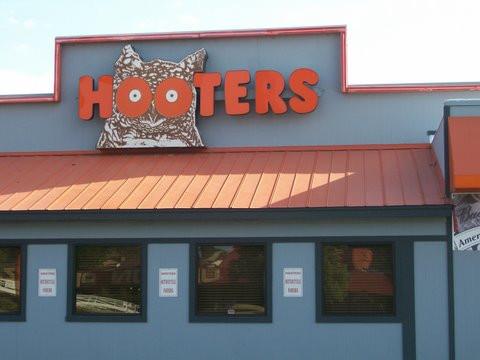Hooters.jpg