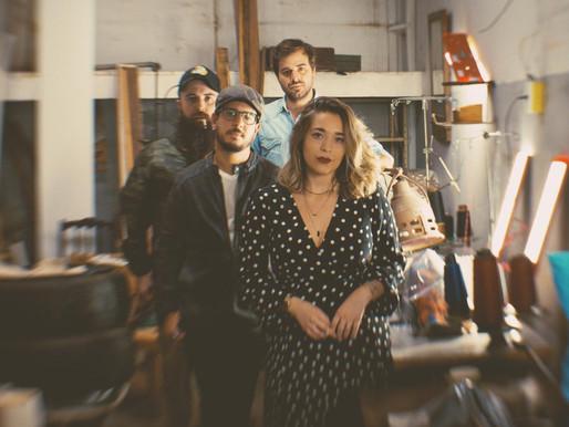 """Unindo o melhor do Indie-Folk brasileiro, The Gramophones e Beatriz Roque lançam """"You Might Be Righ"""""""