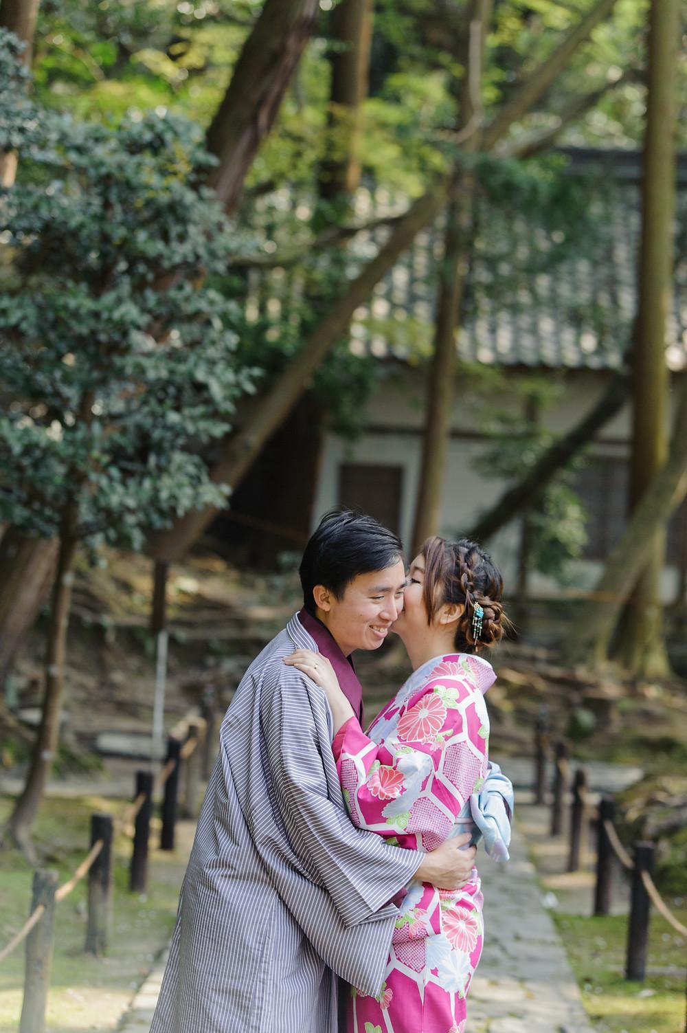 Kyoto in Kimonos, touring a temple