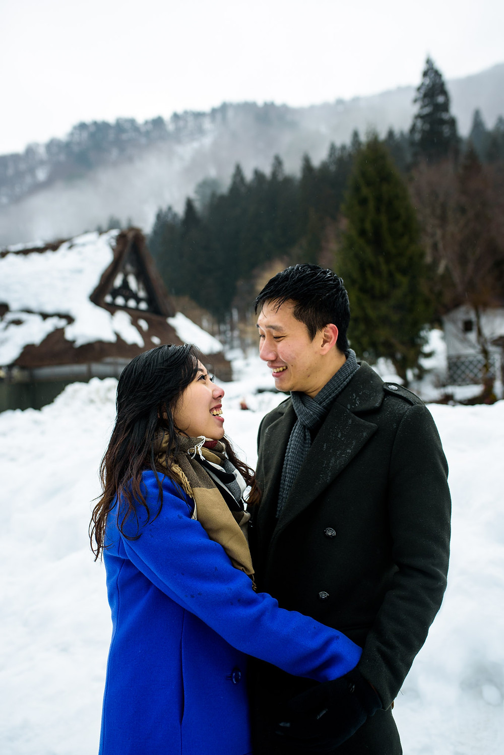 Mira and Sin smile at each other in Shirakawago
