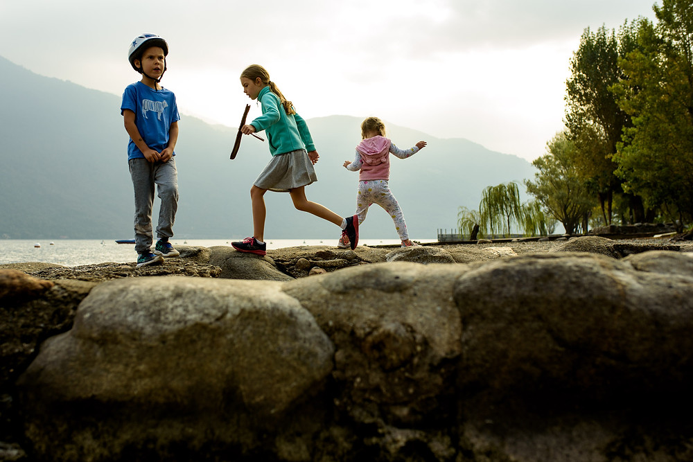 kids play on rocks