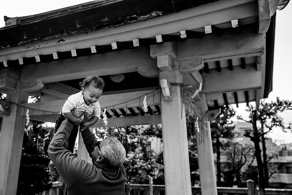 Pipa lifts his granddaughter Giuliana at the shrine
