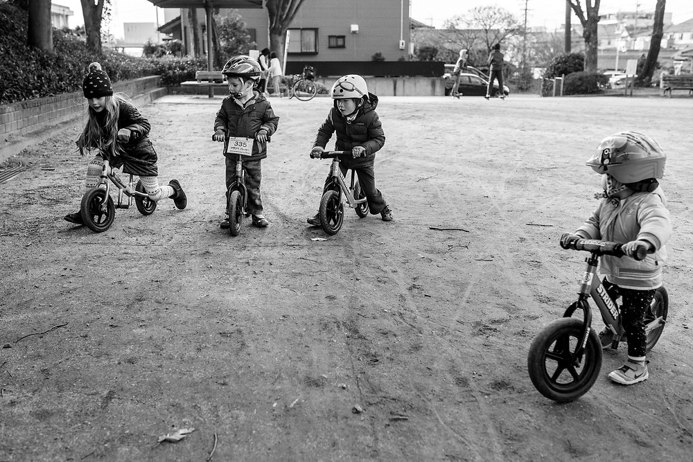 kids play on their bikes