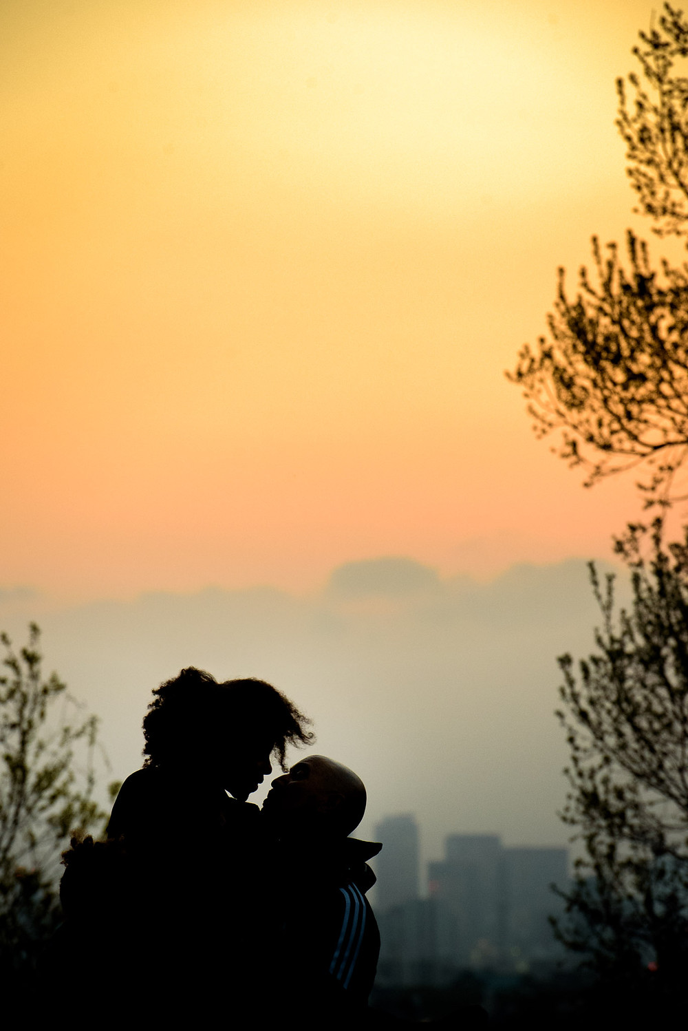 sunset kiss between mom and dad