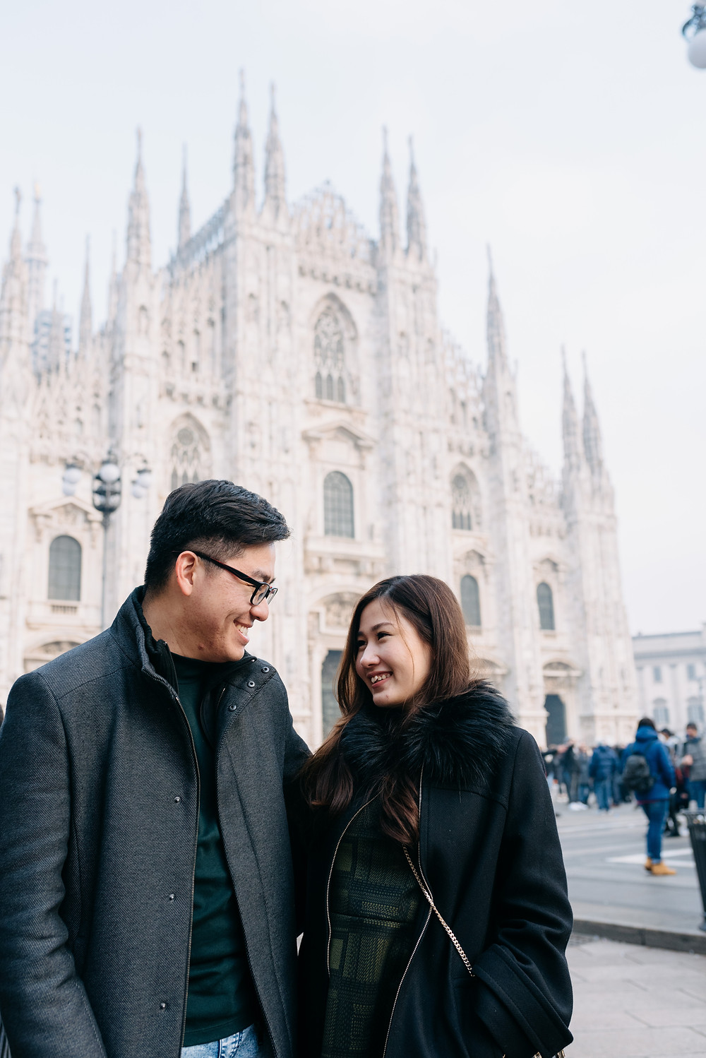 happy couple at the duomo