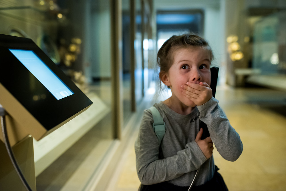 girl excited at the museum