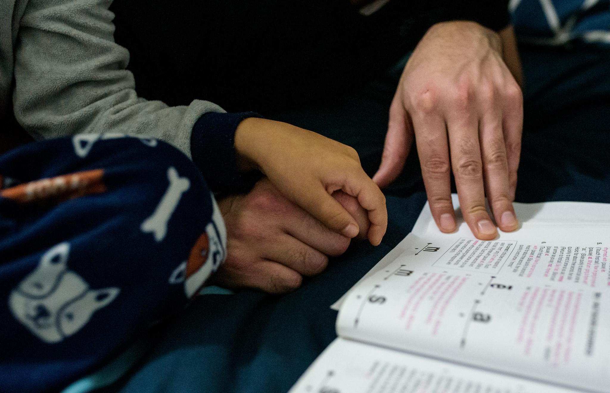 dad teaches son to read