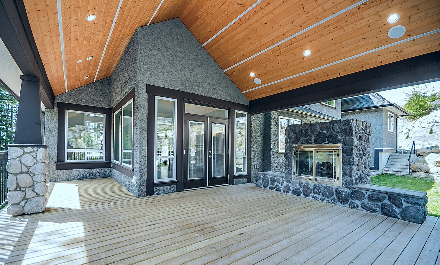 Estate home | Balcony 3 - M8TRIX5.com Development