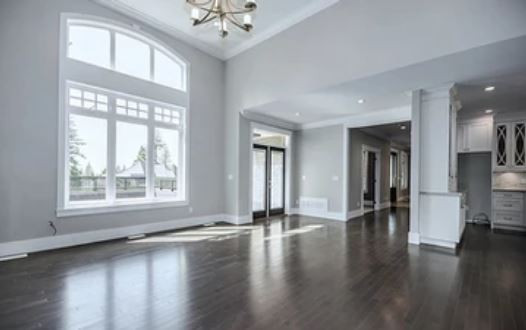 Crystal Creek Anmore living-hall.JPG
