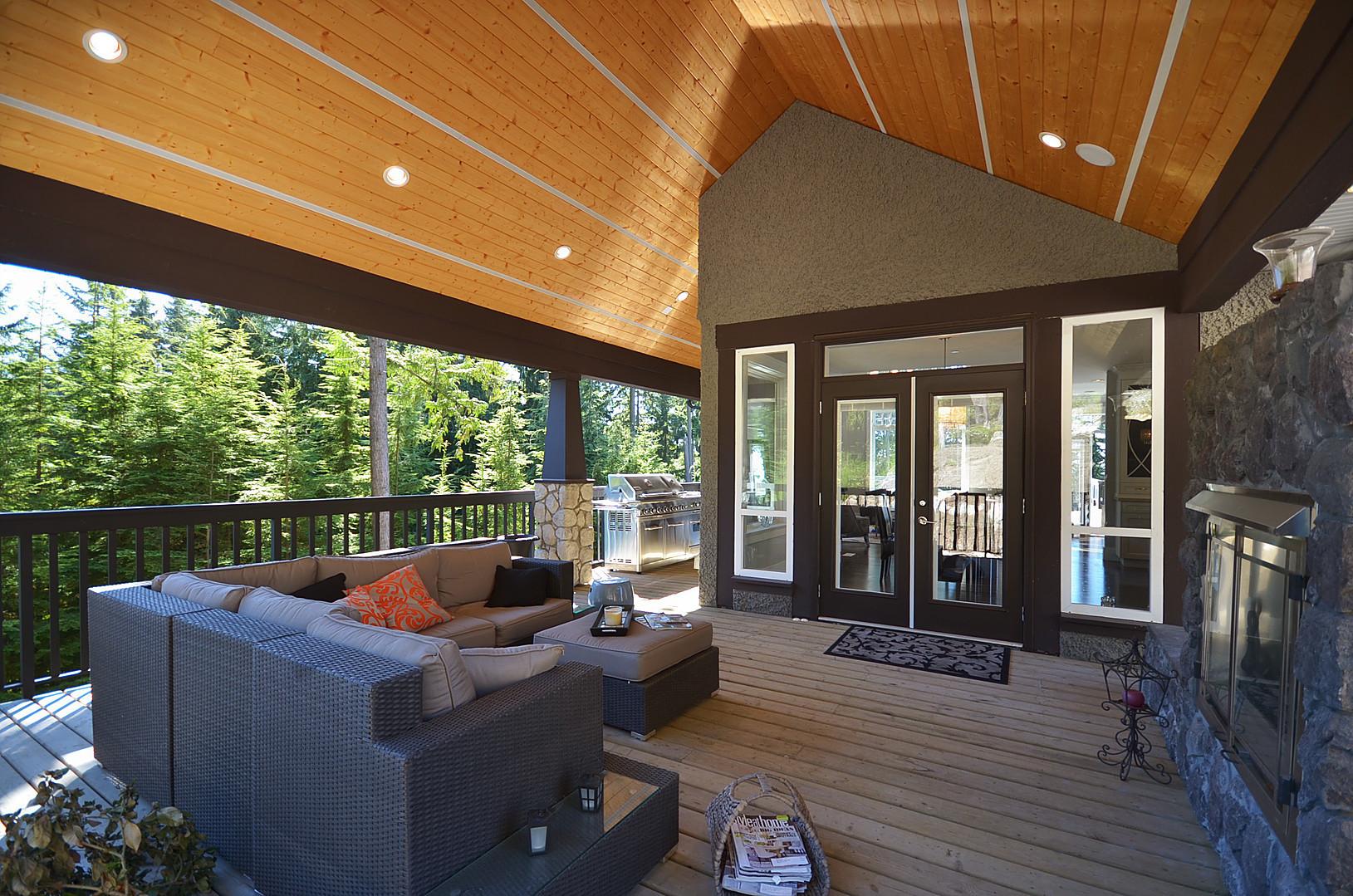 Estate home | Balcony 2 - M8TRIX5.com Development