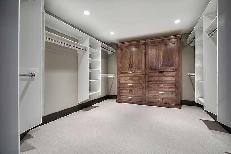 Estate home | Walk in closet - M8TRIX5.com Development