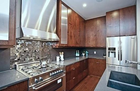 421 Calgary kitchen area.JPG