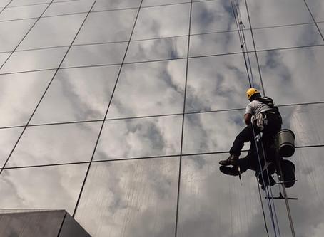 Fachadas limpas exigem mais manutencão?