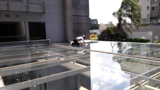 Lavagem de teto de vidro