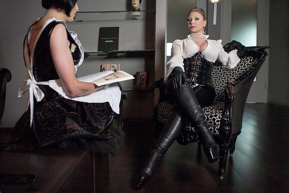 Domina in Essen I Contessa Cara I German Mistress