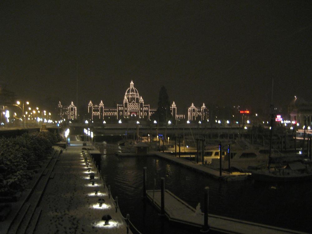 Snowy Night - Downtown Victoria (BC, Canada)