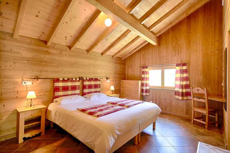 slaapkamer fietsaccommodatie annecy.jpg