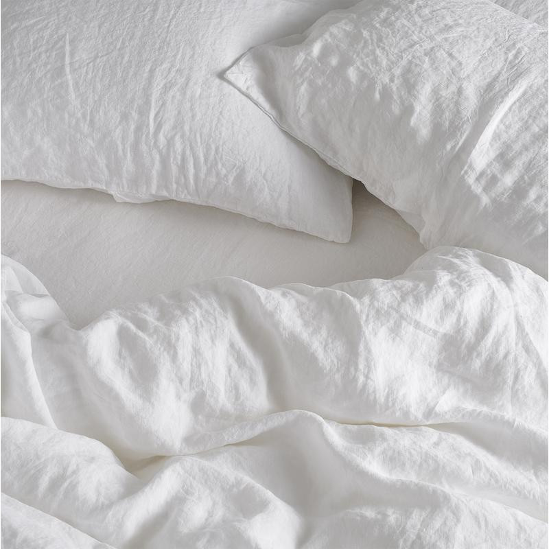 white relaxed cotton bedding bundle nicely arranged on a bed. To buy it simply slick on the image.