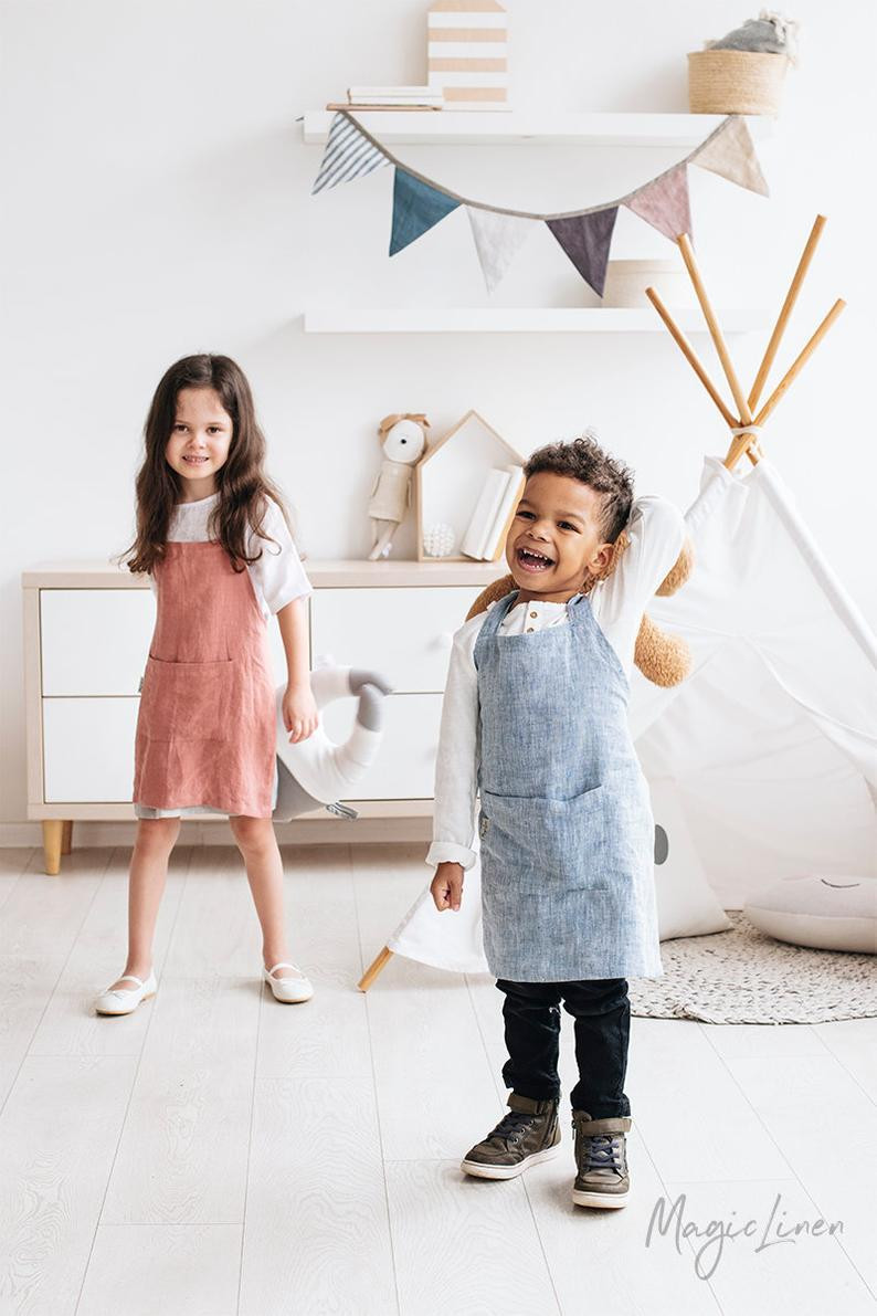 Linen kids apron as Environmentally friendly gift for kids.