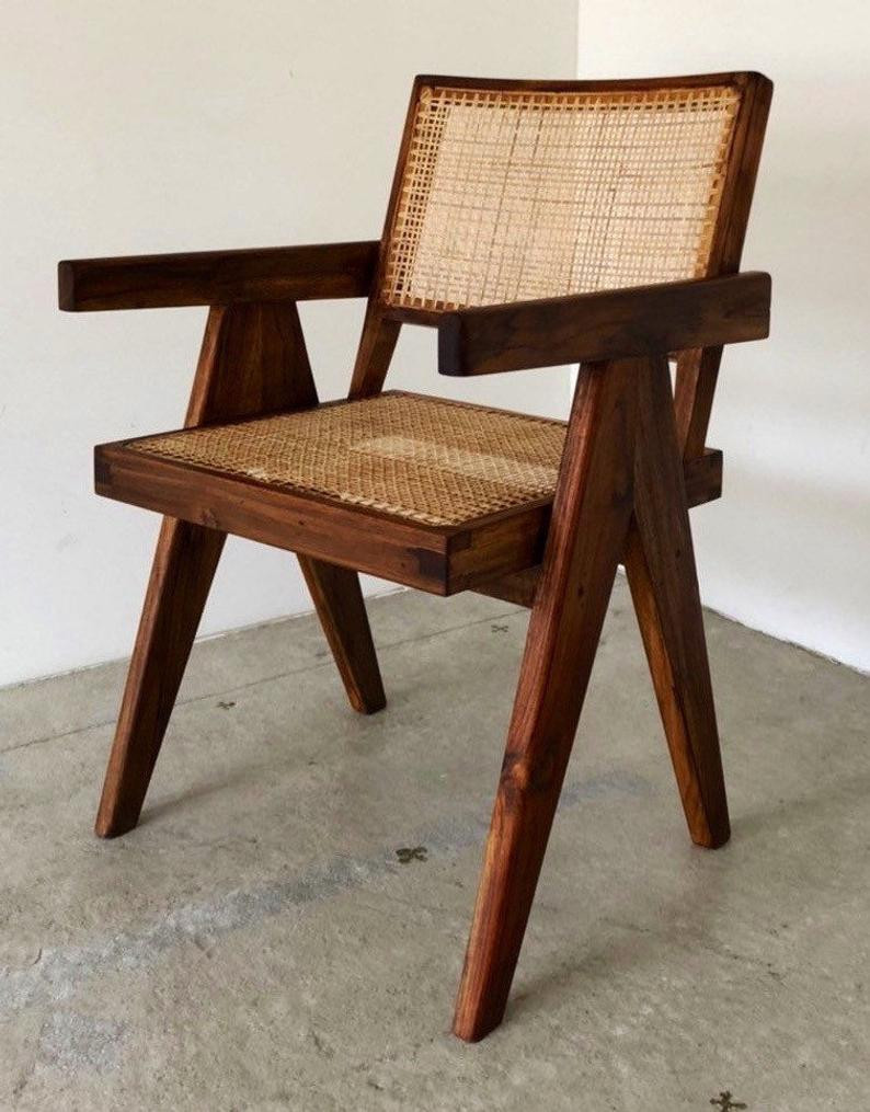 Biophilic Office chair made of solid wood