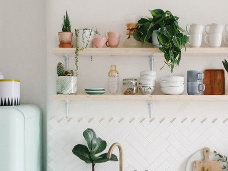 What You Need to Know When Styling Open Shelves in The Kitchen