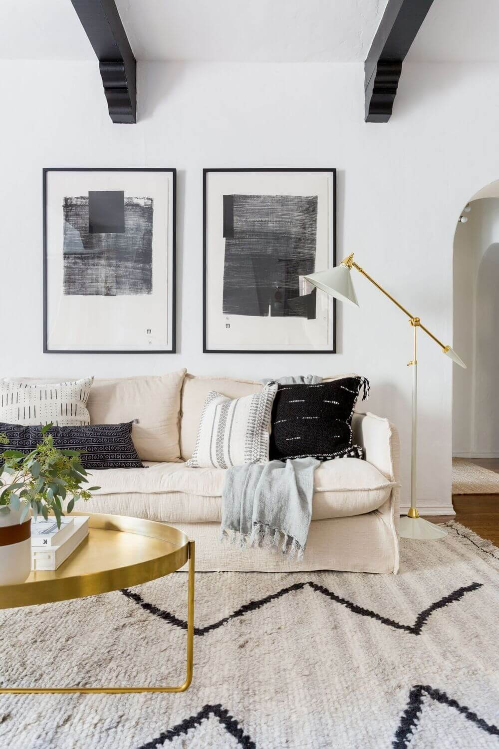 stylish minimalist floor lamp in the living room