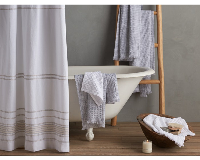 Eco-friendly home decor brands, Coyuchi, making bedding and bathroom accessorise. Click on the image to shop directly from Coyuchi.
