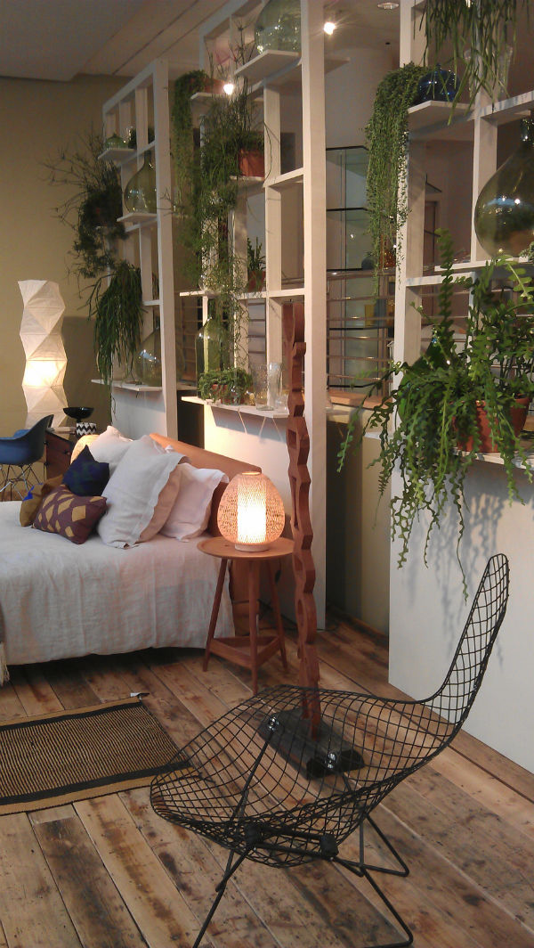 Bedroom divider made with indoor plants