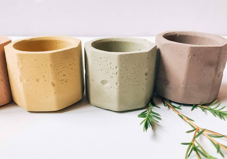 hexagonal pots made from cement in more than 10 different shades. Pick your favourite colour on Etsy.