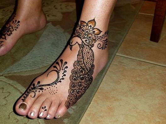 Foot henna! 🌿💚 #beachgirlhenna #foothenna #feethenna #organic #organiclavender #naturalhenna #peacockhenna #floralhenna #letmedrawonyou #boy