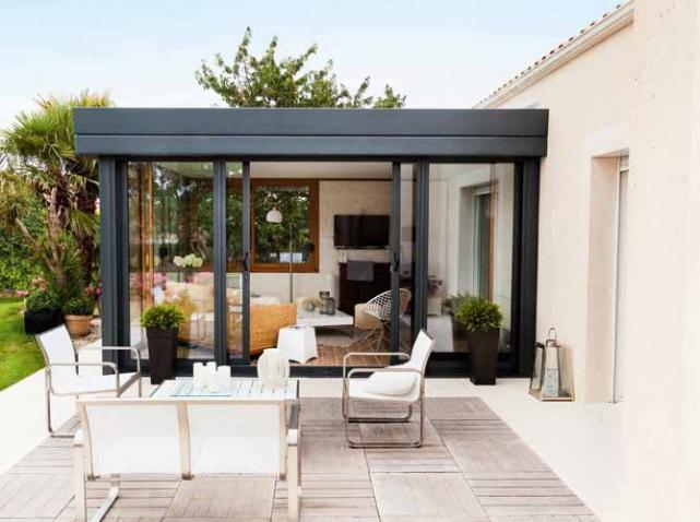 Avancee-veranda-noire_w641h478
