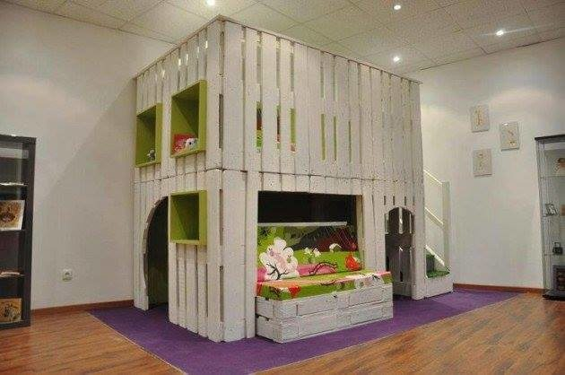 Structure salle de jeux + lit