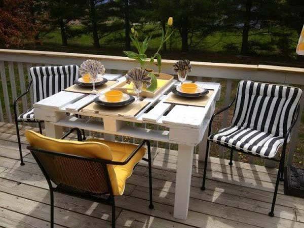 Table haute en palette blanche