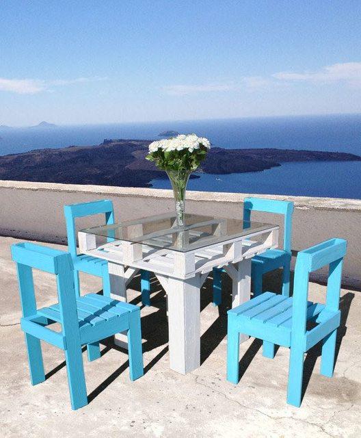 Petite table d'été avec ses chaises
