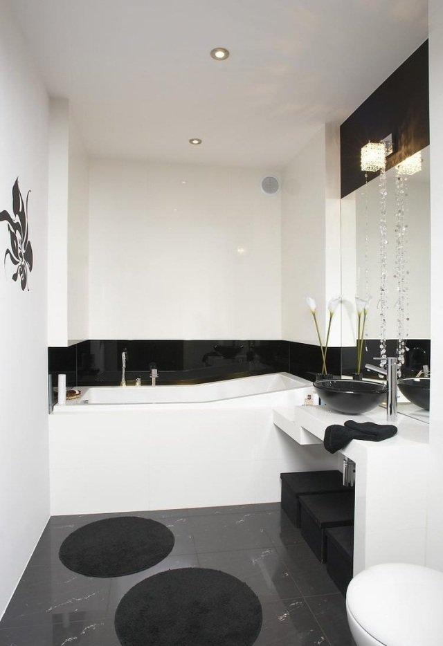 idées-pour-petite-salle-de-bain-combinaison-noir-blanc