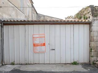 Vous n'imaginerez jamais à quoi ressemble ce garage à l'intérieur....